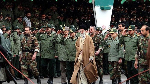 خامنئي وقادة ايران العسكر